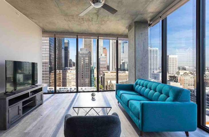 Downtown LA Ultra Luxury High Rise Suite