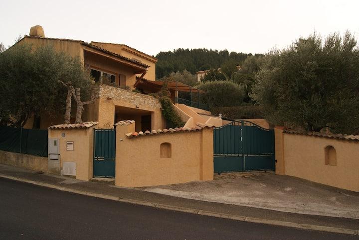Appartement (bas de villa) Village de Ceyreste