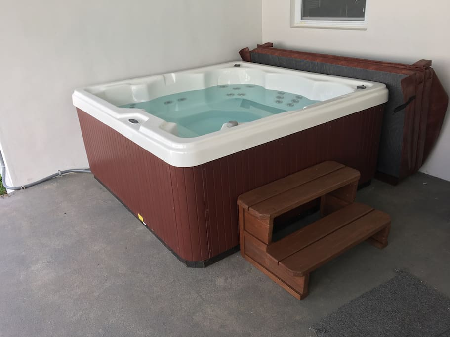 Hot tub for up to 6