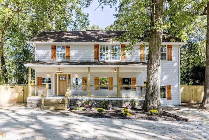 Big Home w/HUGE backyard! 1 acre of land in city!