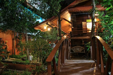 Fahsai Homestay Cozy Wooden Antique House, BRT - Bangkok - Talo