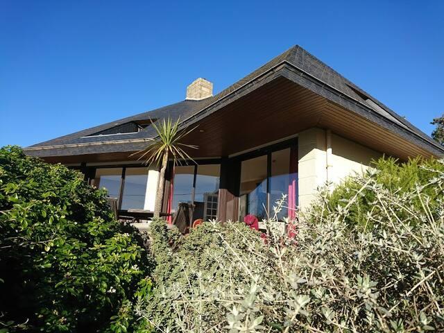 Villa d'architecte avec vue sur mer et plage à 50m - Crozon - Huis