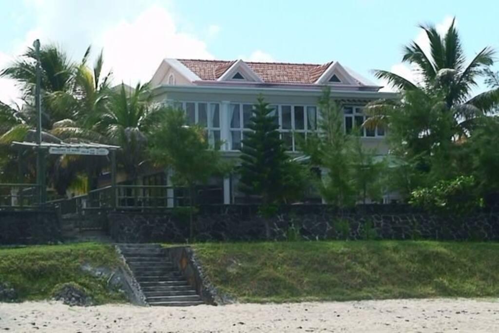 VMJ Waterfront beach villa