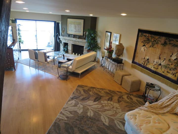 Furnished Lakefront  2 Bedroom in Westlake Village