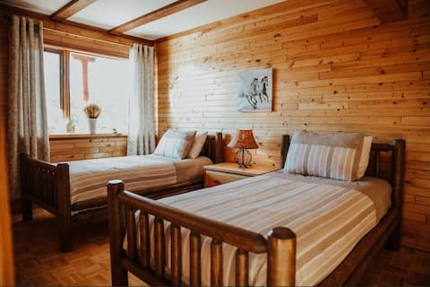 Lodge rental up to 10 people in the Cariboo Region