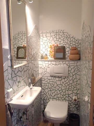 Gästetoilette/  Guest toilet
