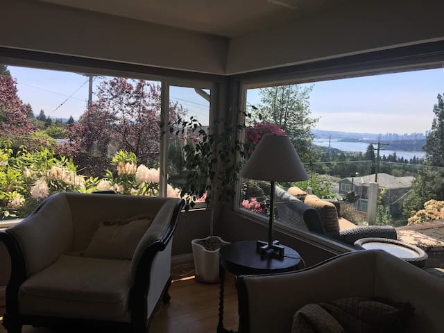 Spectacular West Vancouver home with view!