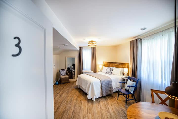 Sharyn's Guest House Blue Heron Room - Breakfast