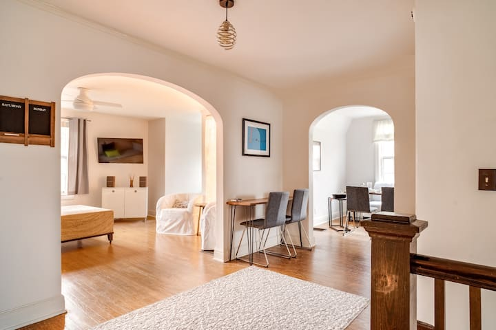 Spacious Loft Ideal for Relocation & Monthly Stays