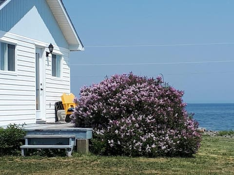 Charming Beach-Side Cottage - Panoramic Oceanview