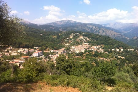 Nesa hameau de Vico proche GR 20 - Hus