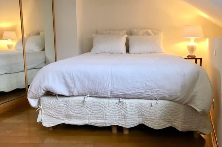 Chambre double avec lit de 160 et dressing
