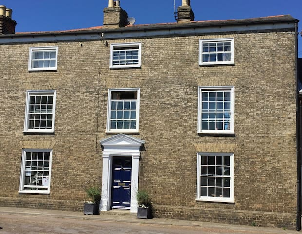 Self Contained in Wonderful Woodbridge - Woodbridge