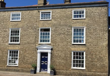 Self Contained in Wonderful Woodbridge - Woodbridge - Wohnung