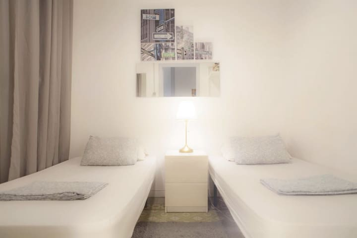 THE HIPSTEL GRAN VIA TWIN ROOM SHARED WC