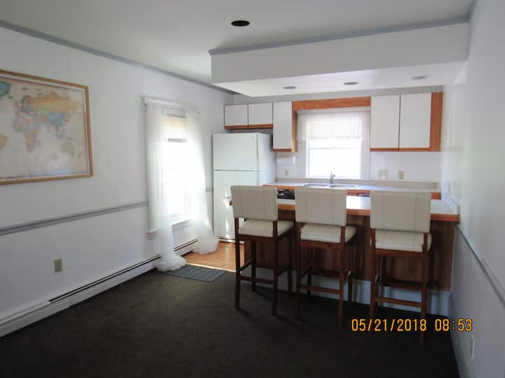 Great Price, Large Master Suite in House Near Town
