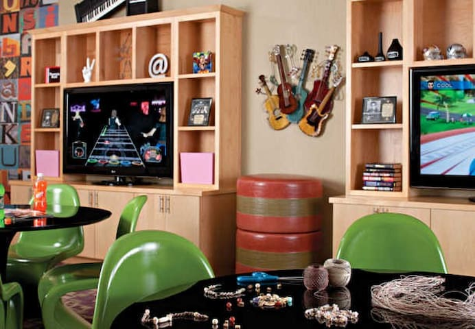 The Den Teen Lounge