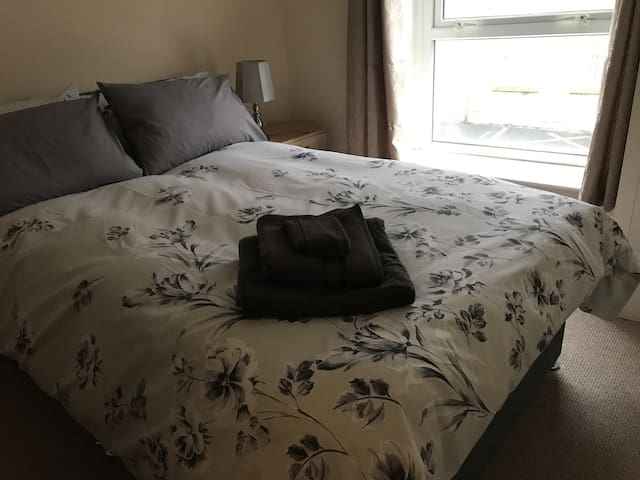 Cosy double room in the centre of Glossop