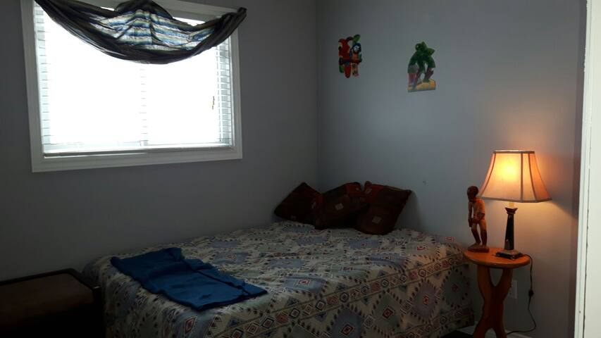 Cosy room in lovely Penetanguishene - Penetanguishene