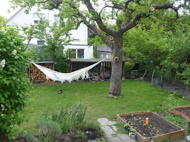 Haus mit Garten, hell, gemütlich, ruhig
