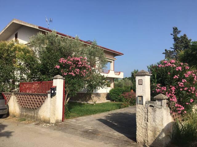 Affittasi appartamenti in villa a 200 m dal mare
