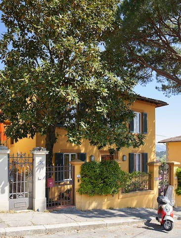 "A  large magnolia tree marks the entrance to your ""Romantic Retreat"" in Florence."