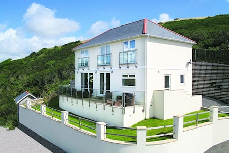 Luxury five-star pet friendly home with stunning sea views, 300m from the beach - Downderry - Casa