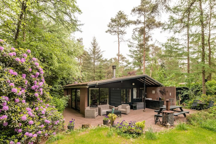 cozy bungalow in the woods on a park with all facilities like swimming pool and tennis court