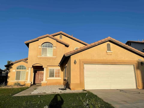 Beautiful spacious 2 story home! Midway to Vegas!