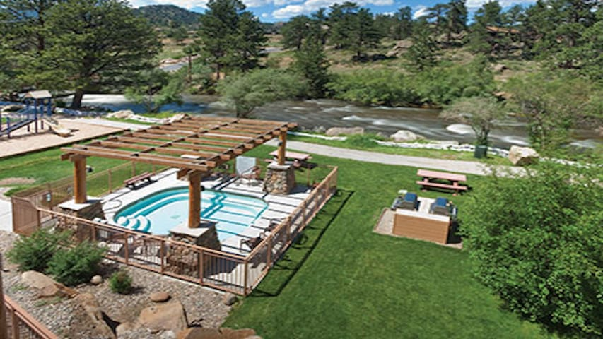2BR Estes Park Resort (sleeps 6) for 7/25-8/2/2020