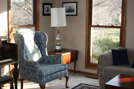 Plenty of Guest Rooms in this Hudson Home! - Hudson - Casa