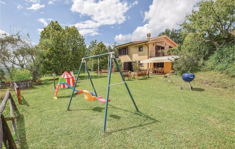 Semi-Detached with 5 bedrooms on 300m² in Ponzano Romano