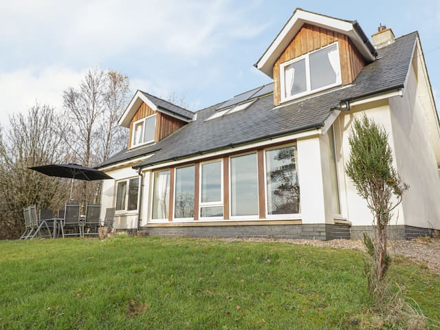 MARINE COTTAGE, family friendly in Strontian, Ref 23970