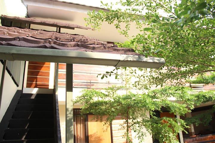 Bamboe Inn Homestay (Kampoeng Bamboe Resto)