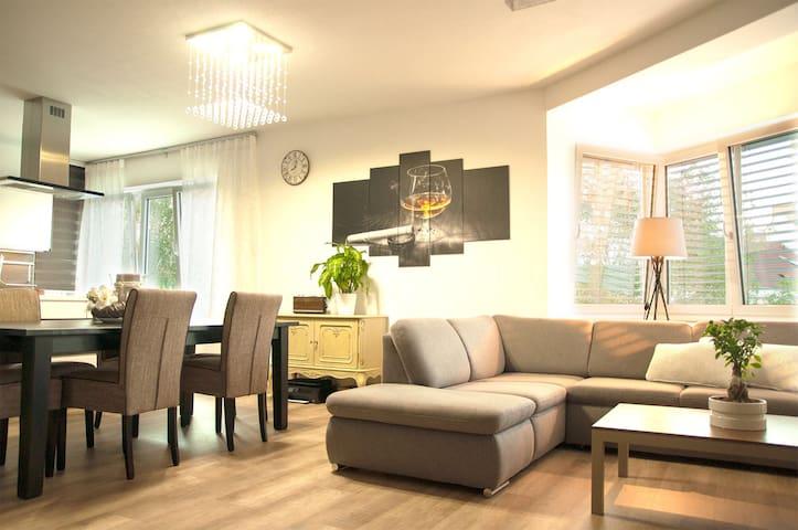 charmante Wohnung im Stadtzentrum - Linz - Byt