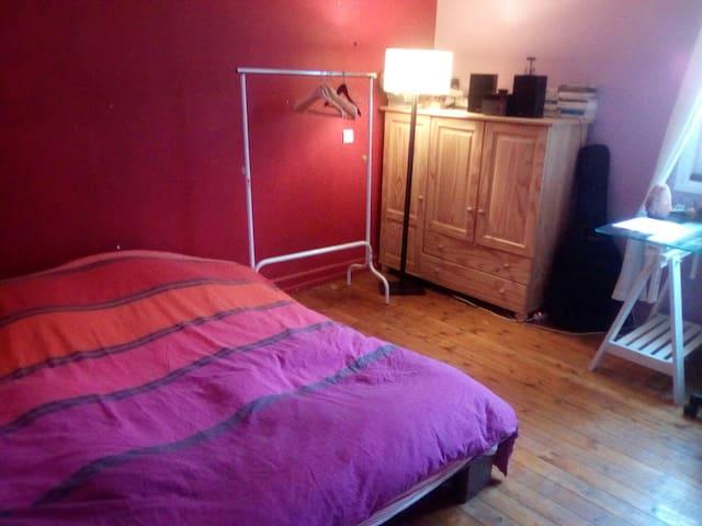 Chambre spacieuse et calme - Aurillac
