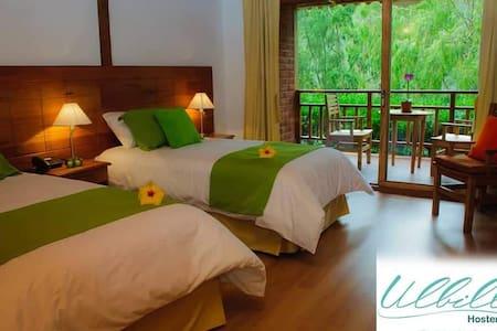 Habitaciones con baño privado, balcones a los jardines, wifi, agua caliente.
