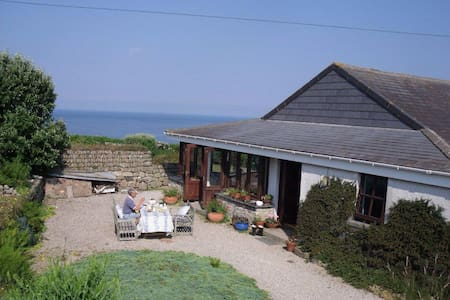 Kingsfield  B&B near Sennen beach