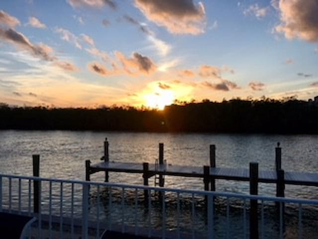 Breathtaking Sunsets! Fish from your Backyard. Dock Lit Up at Night-see the Dolphins, Manatee and Fish at Night!