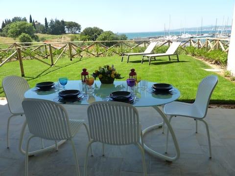Panoramic 3room apt facing the sea,porch, garden