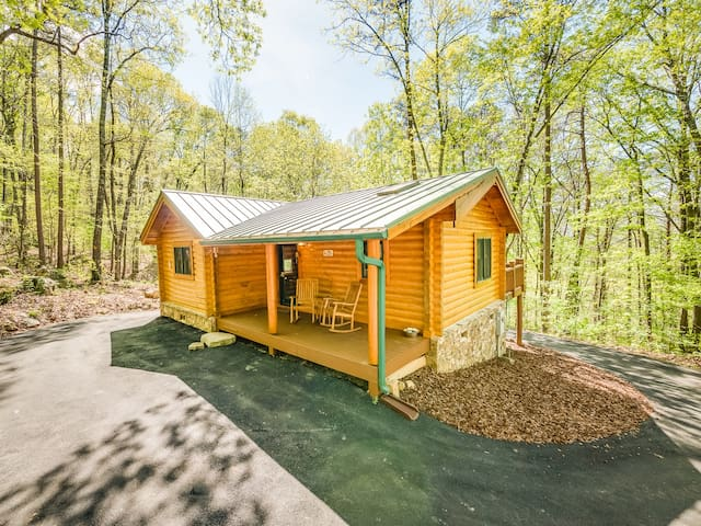 Ravenwood Cabin - NEW LISTING - Wildwood - Cabin
