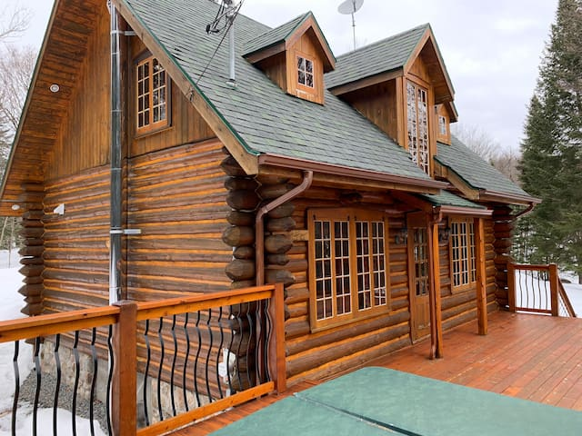 Mountain log cabin, come stay at Chalet Duncan