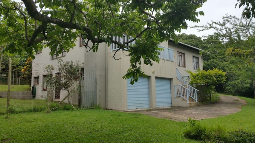 Tikkie Blou - Port Edward - อพาร์ทเมนท์