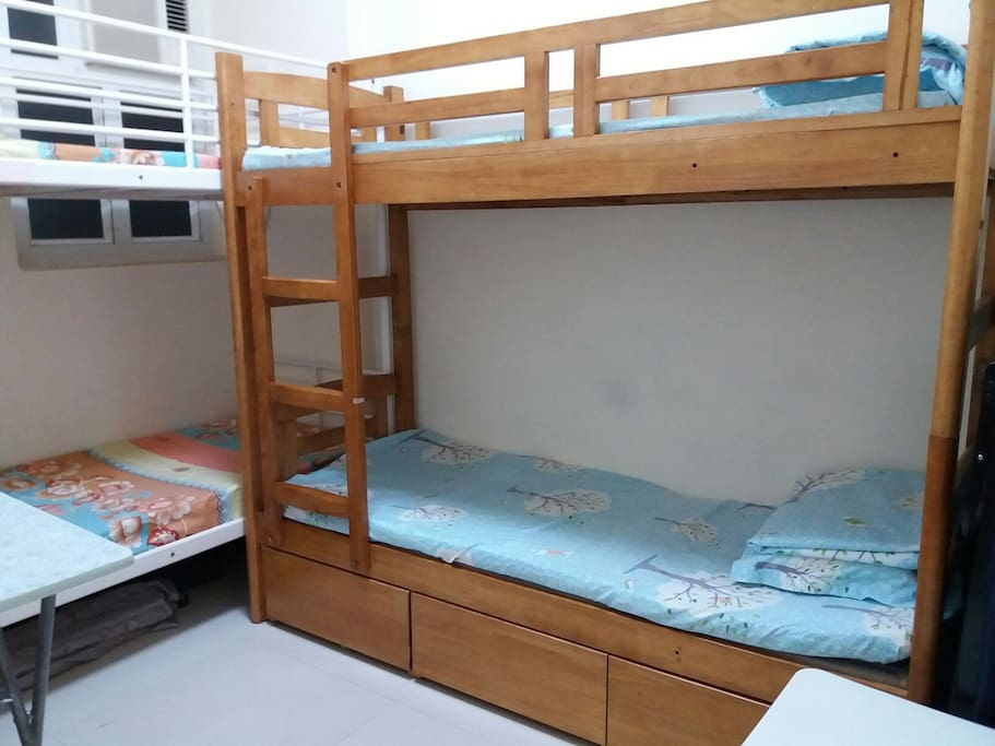 2 bunkbeds good for 4 persons or family