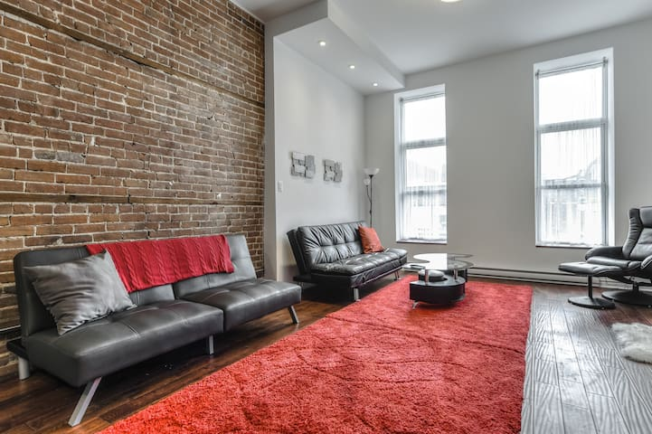 Great 1BR on Saint Laurent - Dining & Nightlife