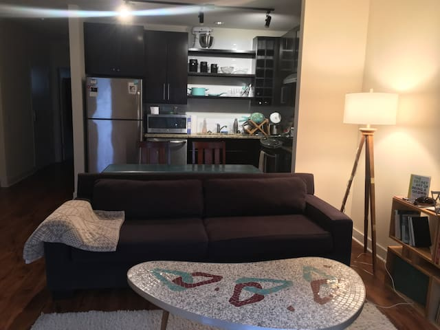 Entire Home: Luxury One- Bed in Ravenswood