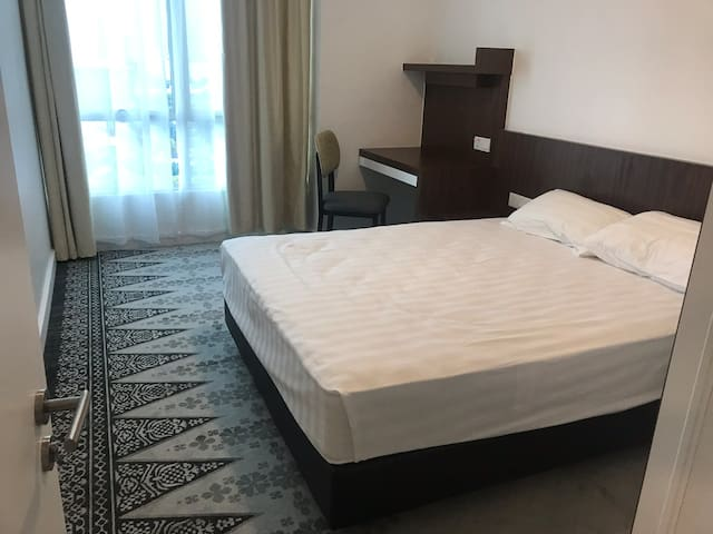 Gurney mall residence private room for best stay e