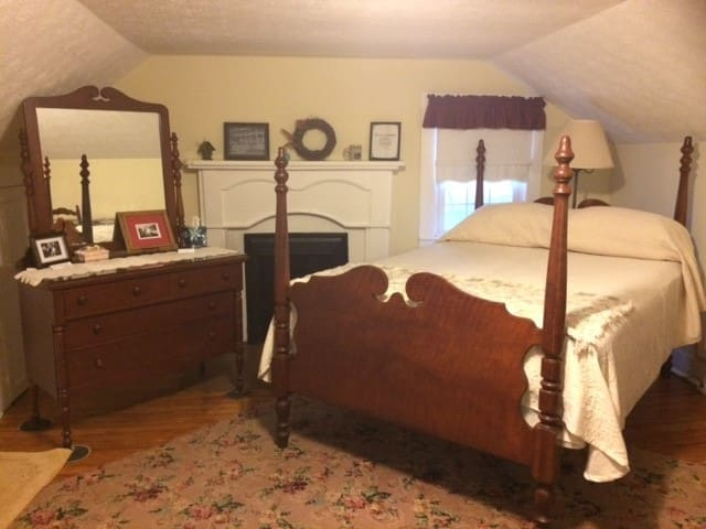 The HomePlace B&B--Drummers Room