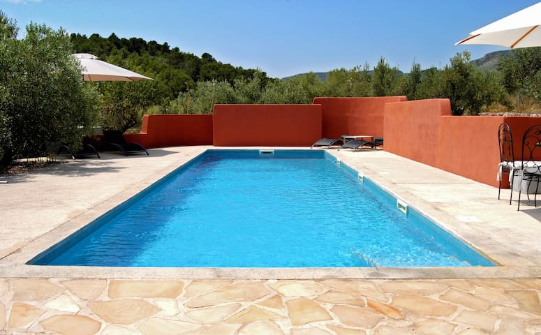 Charming guest house with pool. - Camarles - House