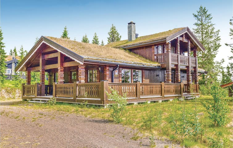 Holiday cottage with 5 bedrooms on 120m² in Trysil